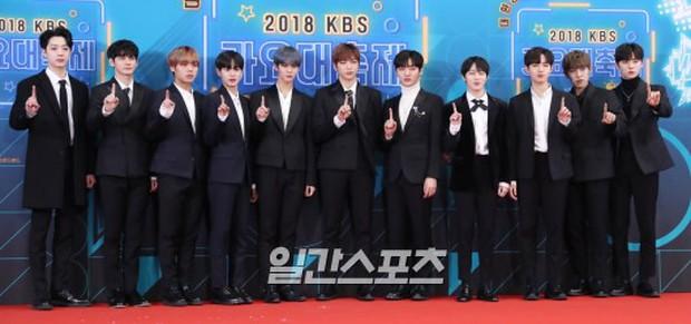 150 idol đổ bộ thảm đỏ KBS Song Festival: Red Velvet và dàn mỹ nhân mặc thảm họa, TWICE, BTS đơn giản mà đẹp - Ảnh 24.
