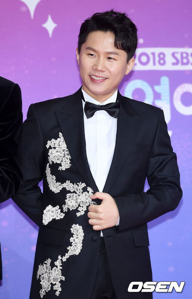 Thảm đỏ SBS Entertainment Awards: Song Ji Hyo bị mỹ nhân Running Man sexy lấn át, Lee Seung Gi bảnh bao bên dàn sao - Ảnh 27.
