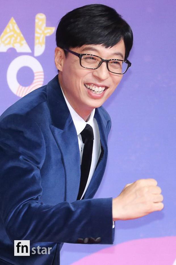 Thảm đỏ SBS Entertainment Awards: Song Ji Hyo bị mỹ nhân Running Man sexy lấn át, Lee Seung Gi bảnh bao bên dàn sao - Ảnh 12.