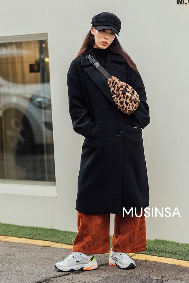"""Street style đại hàn của giới trẻ Hàn Quốc: rét đến mấy cũng có cách mặc """"chất"""" mà vẫn đảm bảo ấm - Ảnh 1."""
