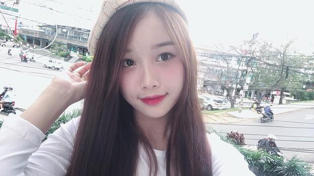 Nhặt được hộp socola ở vỉa hè, bạn gái Văn Toàn quyết định... ăn luôn! - Ảnh 1.