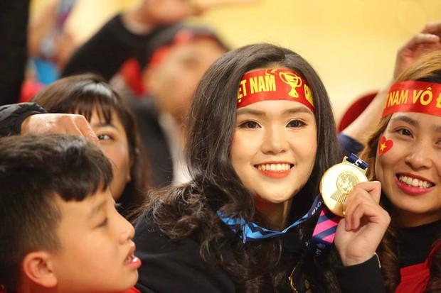 Không phải hot girl, 2018 là năm lên ngôi của hội bạn gái các cầu thủ đội tuyển Việt Nam! - Ảnh 1.