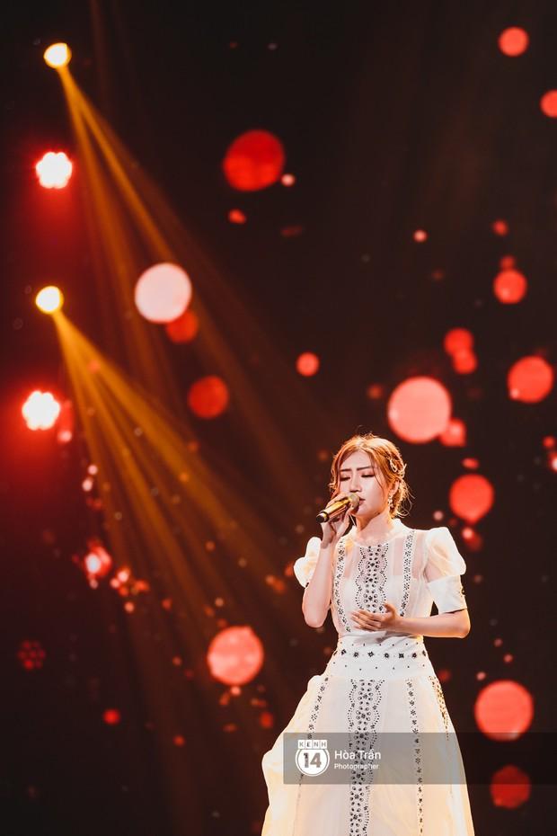 Soobin - Jiyeon song ca tình bể bình, iKON quẩy cùng nón lá, dàn sao Việt - Hàn bùng nổ đêm nhạc cuối năm - Ảnh 19.