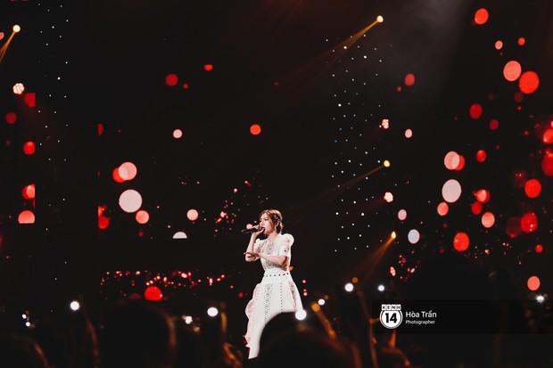 Soobin - Jiyeon song ca tình bể bình, iKON quẩy cùng nón lá, dàn sao Việt - Hàn bùng nổ đêm nhạc cuối năm - Ảnh 20.