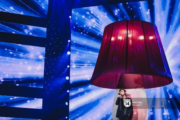 Soobin - Jiyeon song ca tình bể bình, iKON quẩy cùng nón lá, dàn sao Việt - Hàn bùng nổ đêm nhạc cuối năm - Ảnh 3.