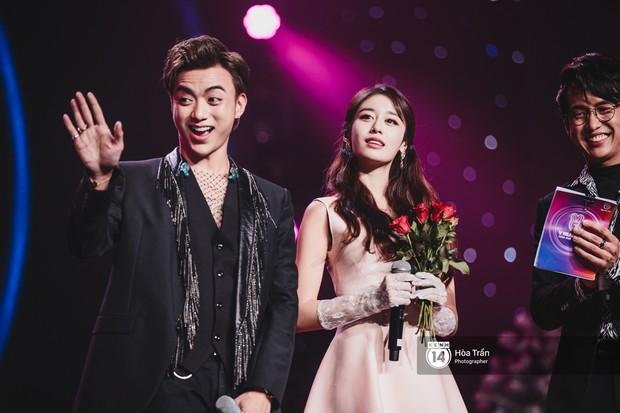 Soobin - Jiyeon song ca tình bể bình, iKON quẩy cùng nón lá, dàn sao Việt - Hàn bùng nổ đêm nhạc cuối năm - Ảnh 2.