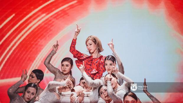 Soobin - Jiyeon song ca tình bể bình, iKON quẩy cùng nón lá, dàn sao Việt - Hàn bùng nổ đêm nhạc cuối năm - Ảnh 24.