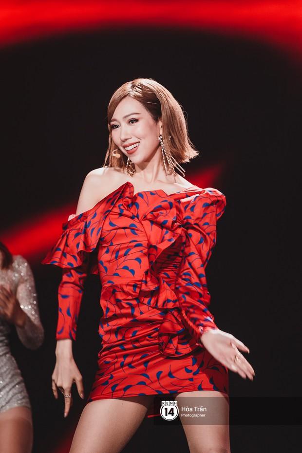 Soobin - Jiyeon song ca tình bể bình, iKON quẩy cùng nón lá, dàn sao Việt - Hàn bùng nổ đêm nhạc cuối năm - Ảnh 25.