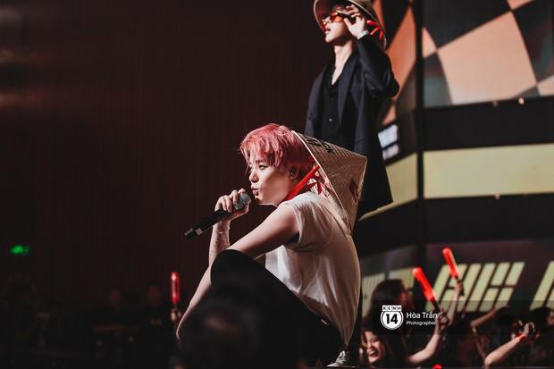 Soobin - Jiyeon song ca tình bể bình, iKON quẩy cùng nón lá, dàn sao Việt - Hàn bùng nổ đêm nhạc cuối năm - Ảnh 11.