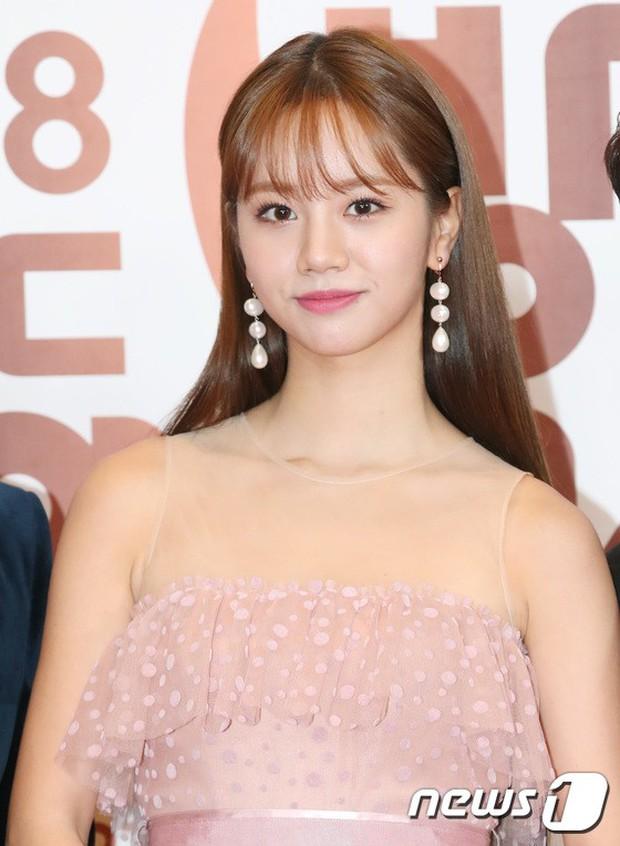 Thảm đỏ MBC Entertainment Awards: Kim So Hyun đẹp đỉnh cao, đánh bật cả Yuri và dàn mỹ nhân khoe body xôi thịt - Ảnh 13.