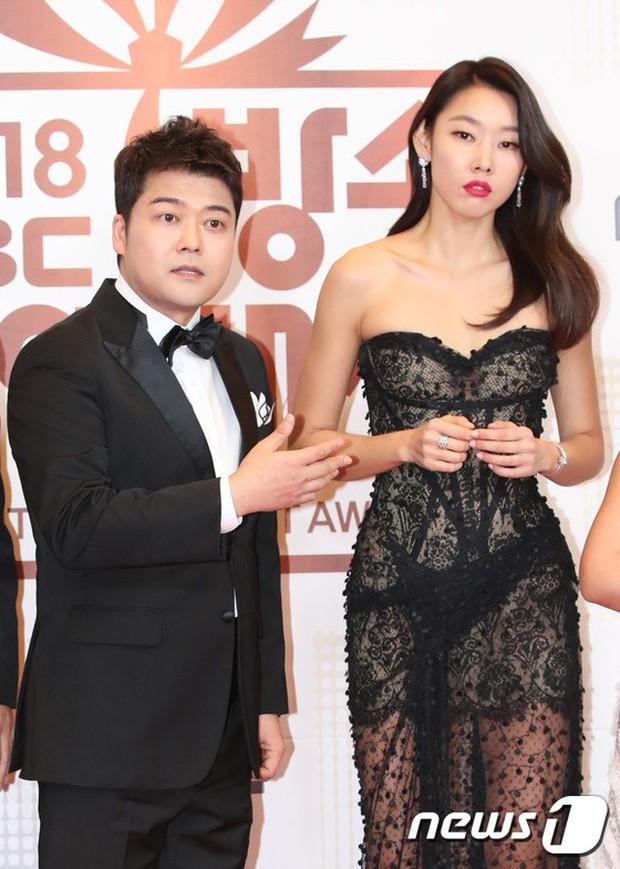 Thảm đỏ MBC Entertainment Awards: Kim So Hyun đẹp đỉnh cao, đánh bật cả Yuri và dàn mỹ nhân khoe body xôi thịt - Ảnh 20.