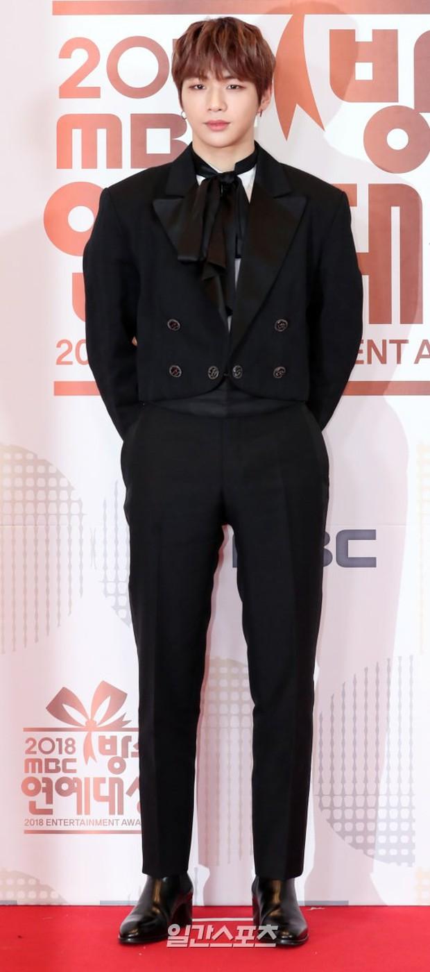 Thảm đỏ MBC Entertainment Awards: Kim So Hyun đẹp đỉnh cao, đánh bật cả Yuri và dàn mỹ nhân khoe body xôi thịt - Ảnh 32.