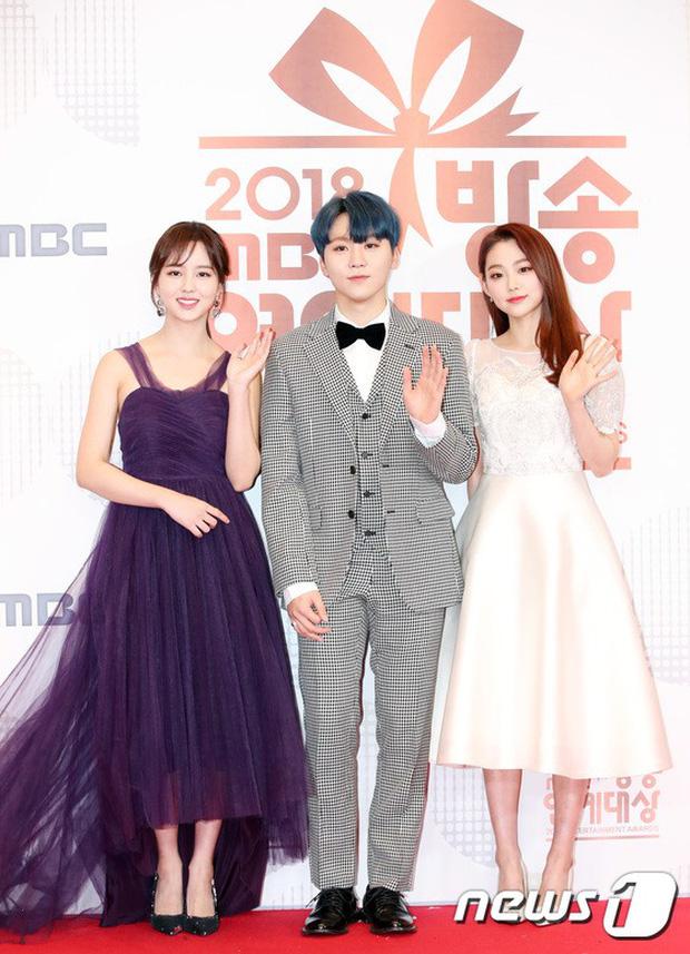 Thảm đỏ MBC Entertainment Awards: Kim So Hyun đẹp đỉnh cao, đánh bật cả Yuri và dàn mỹ nhân khoe body xôi thịt - Ảnh 3.