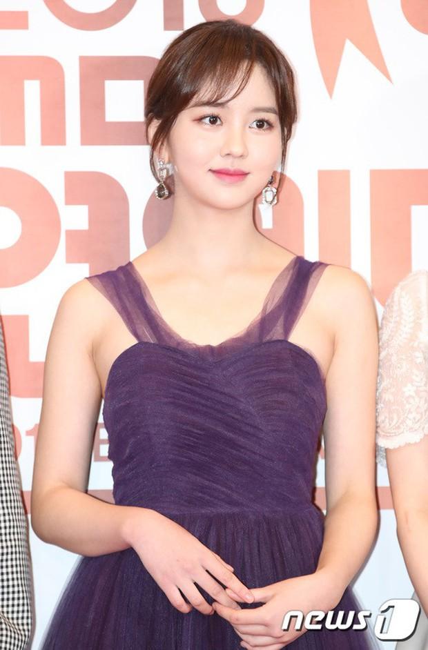 Thảm đỏ MBC Entertainment Awards: Kim So Hyun đẹp đỉnh cao, đánh bật cả Yuri và dàn mỹ nhân khoe body xôi thịt - Ảnh 5.