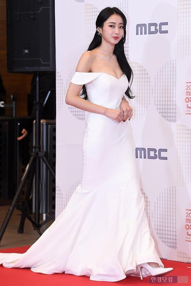 Thảm đỏ MBC Entertainment Awards: Kim So Hyun đẹp đỉnh cao, đánh bật cả Yuri và dàn mỹ nhân khoe body xôi thịt - Ảnh 24.