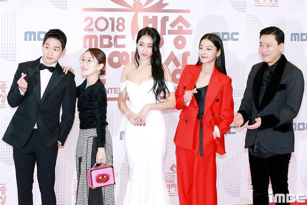 Thảm đỏ MBC Entertainment Awards: Kim So Hyun đẹp đỉnh cao, đánh bật cả Yuri và dàn mỹ nhân khoe body xôi thịt - Ảnh 25.