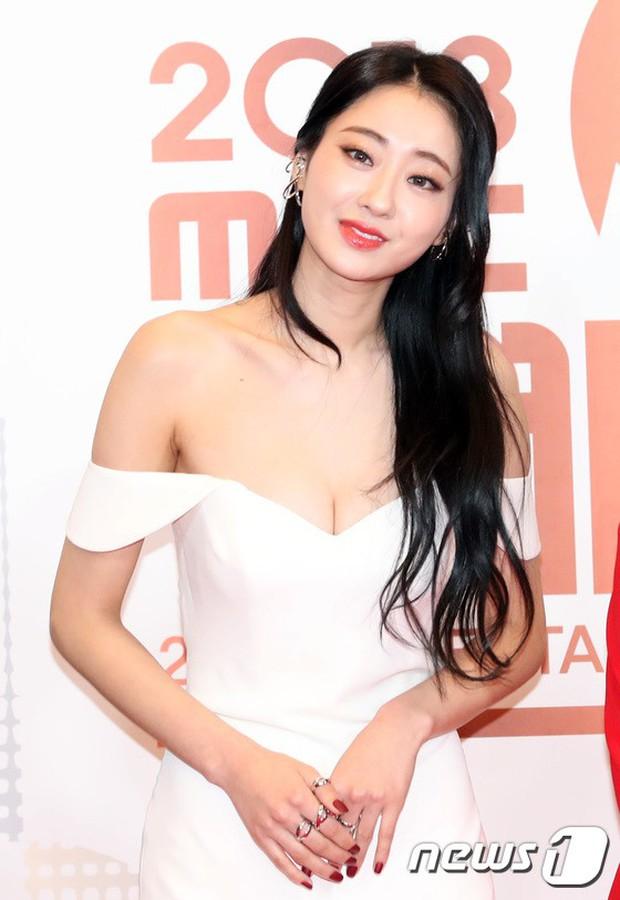 Thảm đỏ MBC Entertainment Awards: Kim So Hyun đẹp đỉnh cao, đánh bật cả Yuri và dàn mỹ nhân khoe body xôi thịt - Ảnh 26.
