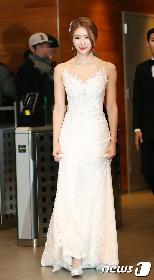 Thảm đỏ MBC Entertainment Awards: Kim So Hyun đẹp đỉnh cao, đánh bật cả Yuri và dàn mỹ nhân khoe body xôi thịt - Ảnh 15.