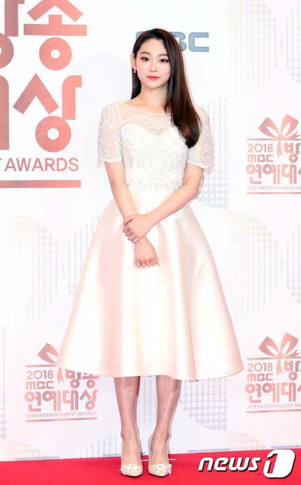 Thảm đỏ MBC Entertainment Awards: Kim So Hyun đẹp đỉnh cao, đánh bật cả Yuri và dàn mỹ nhân khoe body xôi thịt - Ảnh 39.