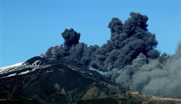 Italy ban bố tình trạng khẩn cấp sau thảm họa động đất, núi lửa  - Ảnh 1.