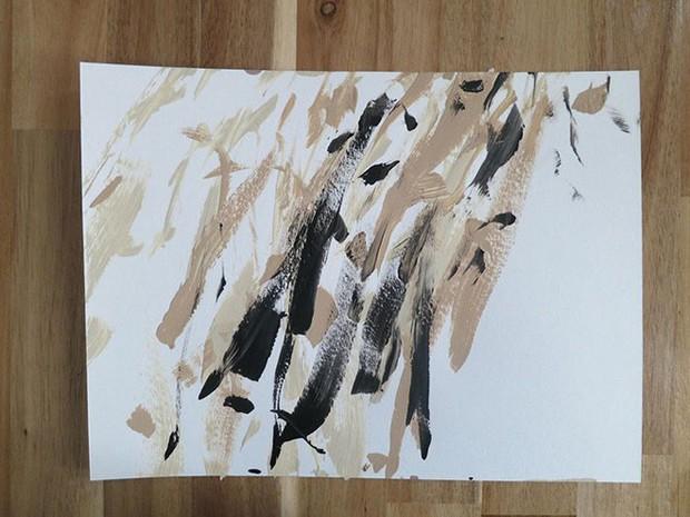 Chú chó shiba giúp chủ kiếm hơn 116 triệu đồng nhờ tài vẽ tranh trừu tượng - Ảnh 3.