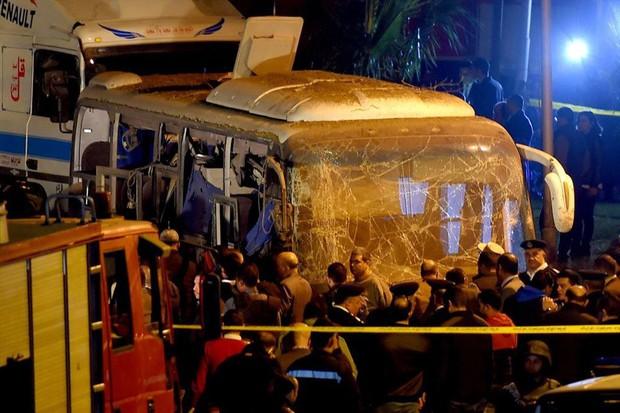 Vụ 14 du khách Việt bị đánh bom trên xe buýt: Người nhà nạn nhân được miễn toàn bộ chi phí sang Ai Cập - Ảnh 1.