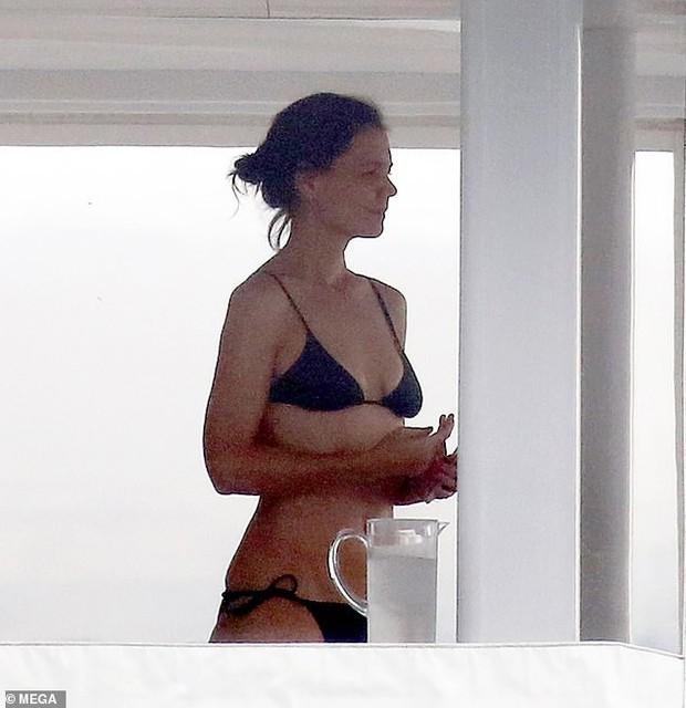Đi nghỉ mát cùng bạn trai Jamie Foxx, Katie Holmes mặc bikini khoe bụng phẳng lỳ đáng ghen tị ở tuổi 40 - Ảnh 2.