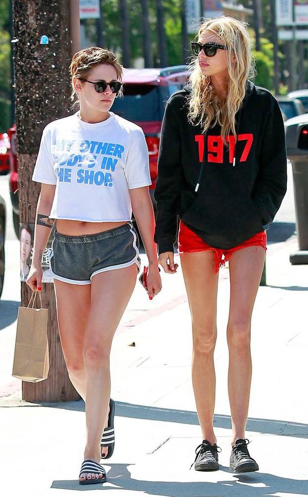 Đây là cảm xúc của Robert Pattinson khi nhìn Kristen Stewart thay bạn gái nhanh như thay áo - Ảnh 2.