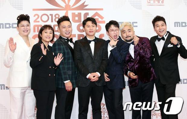 Thảm đỏ MBC Entertainment Awards: Kim So Hyun đẹp đỉnh cao, đánh bật cả Yuri và dàn mỹ nhân khoe body xôi thịt - Ảnh 42.