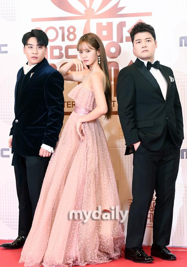 Thảm đỏ MBC Entertainment Awards: Kim So Hyun đẹp đỉnh cao, đánh bật cả Yuri và dàn mỹ nhân khoe body xôi thịt - Ảnh 10.