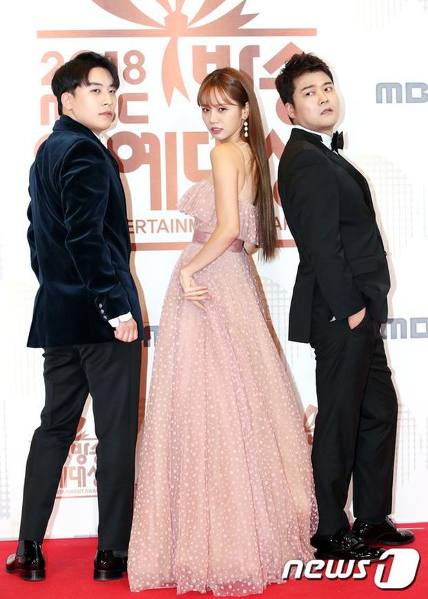 Thảm đỏ MBC Entertainment Awards: Kim So Hyun đẹp đỉnh cao, đánh bật cả Yuri và dàn mỹ nhân khoe body xôi thịt - Ảnh 11.