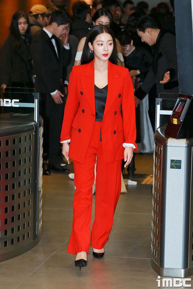 Thảm đỏ MBC Entertainment Awards: Kim So Hyun đẹp đỉnh cao, đánh bật cả Yuri và dàn mỹ nhân khoe body xôi thịt - Ảnh 38.