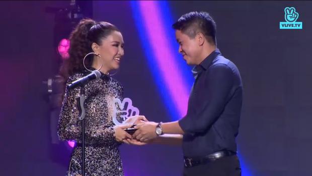 BTS là nghệ sĩ được khán giả Việt quan tâm nhất, Noo Phước Thịnh - JustaTee chiến thắng thuyết phục tại VLIVE Award 2018 - Ảnh 4.