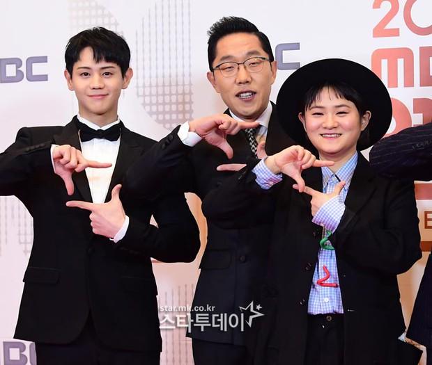 Thảm đỏ MBC Entertainment Awards: Kim So Hyun đẹp đỉnh cao, đánh bật cả Yuri và dàn mỹ nhân khoe body xôi thịt - Ảnh 41.