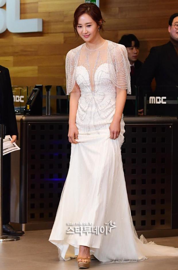 Thảm đỏ MBC Entertainment Awards: Kim So Hyun đẹp đỉnh cao, đánh bật cả Yuri và dàn mỹ nhân khoe body xôi thịt - Ảnh 6.