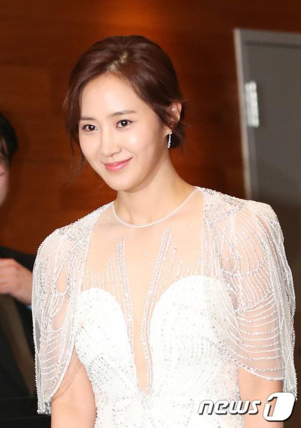 Thảm đỏ MBC Entertainment Awards: Kim So Hyun đẹp đỉnh cao, đánh bật cả Yuri và dàn mỹ nhân khoe body xôi thịt - Ảnh 7.
