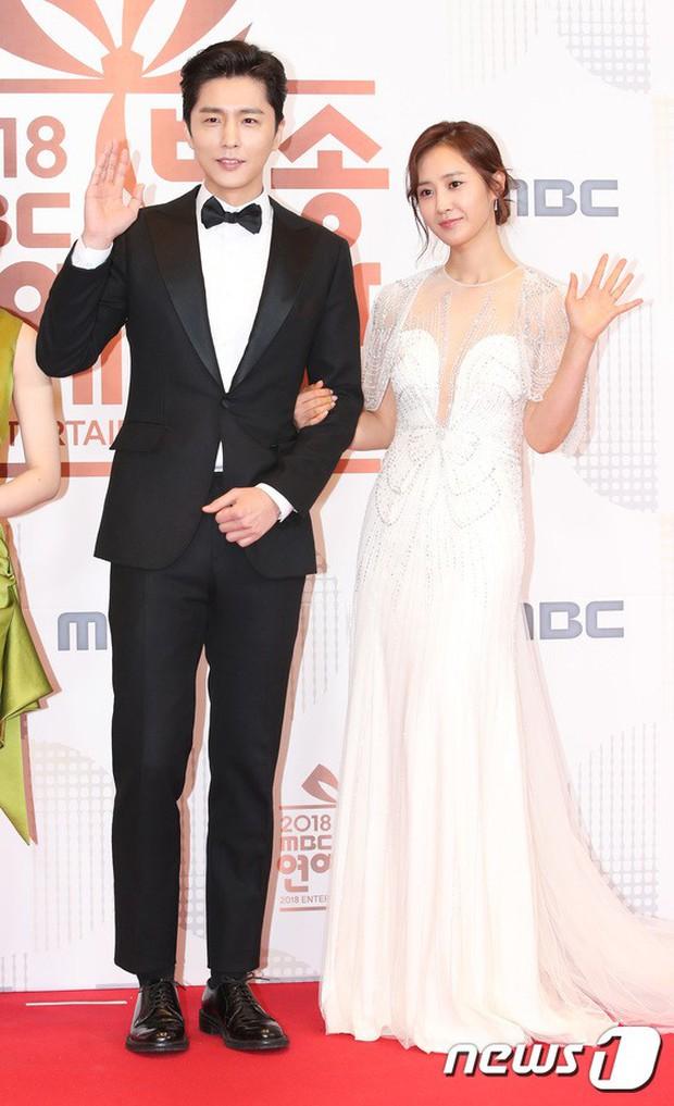 Thảm đỏ MBC Entertainment Awards: Kim So Hyun đẹp đỉnh cao, đánh bật cả Yuri và dàn mỹ nhân khoe body xôi thịt - Ảnh 8.