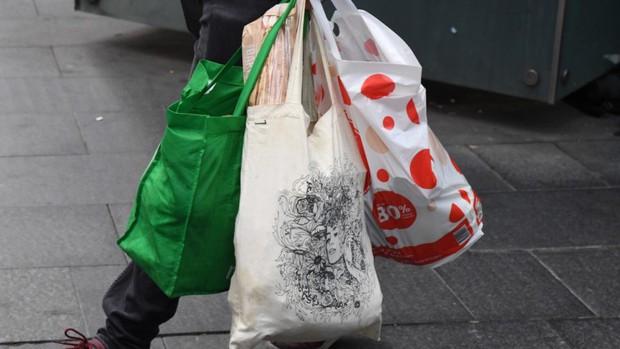Trong vòng 3 tháng nước Úc đã cắt giảm được đến 80% túi nhựa và đây là cách họ làm được điều đó - Ảnh 2.