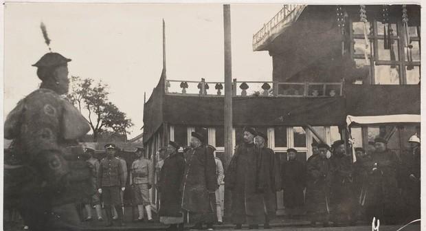 Ảnh hiếm trong tang lễ Từ Hi thái hậu qua ống kính phóng viên Hà Lan: Xa hoa bậc nhất, đoàn người đưa tiễn dài vô tận - Ảnh 4.