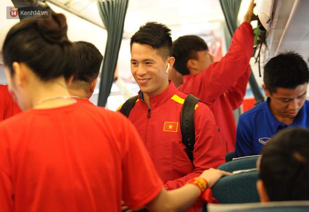 Đội tuyển Việt Nam được ưu tiên nhập cảnh khi về tới Hà Nội - Ảnh 3.