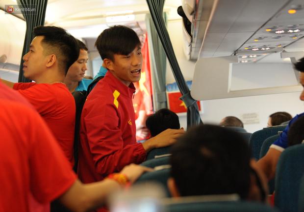 Đội tuyển Việt Nam được ưu tiên nhập cảnh khi về tới Hà Nội - Ảnh 1.
