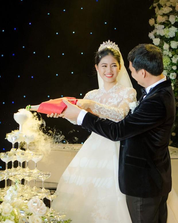 Đám cưới Á hậu Thanh Tú: Loạt khoảnh khắc hạnh phúc thay tuyên ngôn tình yêu của cặp đôi hơn kém 16 tuổi - Ảnh 4.