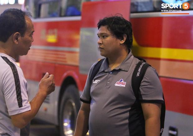 Cầu thủ Philippines thất lạc đồ ở sân bay, sau đó bị đồng đội bỏ rơi khi đặt chân tới Việt Nam - Ảnh 6.