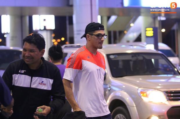 Cầu thủ Philippines thất lạc đồ ở sân bay, sau đó bị đồng đội bỏ rơi khi đặt chân tới Việt Nam - Ảnh 1.