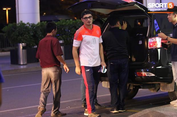 Cầu thủ Philippines thất lạc đồ ở sân bay, sau đó bị đồng đội bỏ rơi khi đặt chân tới Việt Nam - Ảnh 2.
