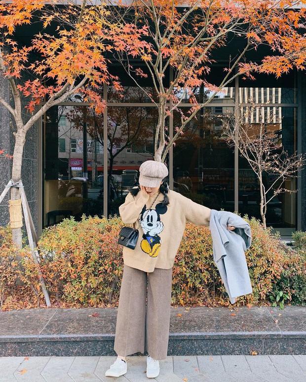 Street style hot mom: Hằng Túi chuẩn bị lâm bồn vẫn mặc đẹp bất chấp, Ly Kute diện váy liền trẻ như nữ sinh - Ảnh 2.