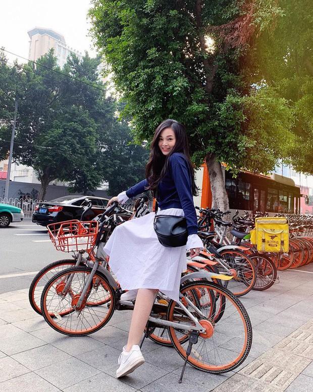 Street style hot mom: Hằng Túi chuẩn bị lâm bồn vẫn mặc đẹp bất chấp, Ly Kute diện váy liền trẻ như nữ sinh - Ảnh 4.