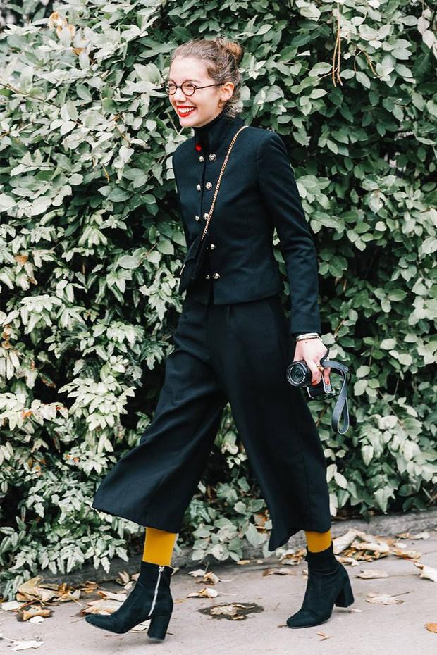Tưởng không thuộc về nhau, nhưng quần dáng lửng và boots lại chính là chân ái dành cho các nàng - Ảnh 5.