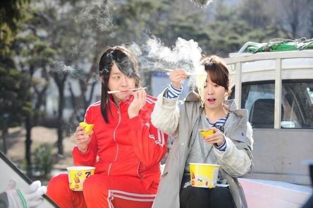 Encounter: Park Bo Gum tán Song Hye Kyo bằng trò ăn mì úp kinh điển - Ảnh 5.
