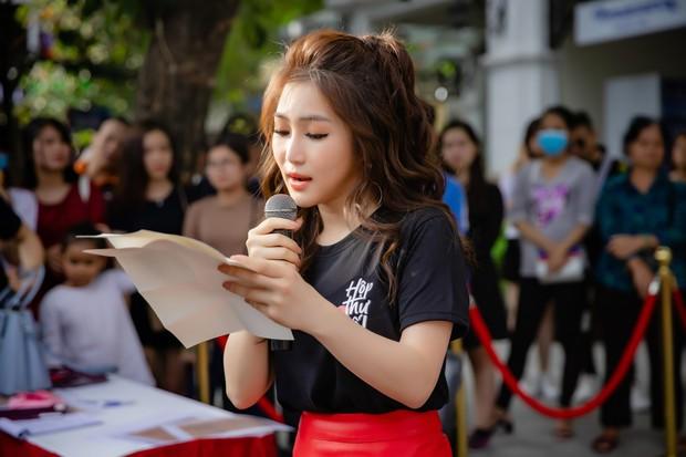 Hương Tràm rạng rỡ, lần đầu song ca cùng tác giả hit Duyên mình lỡ tại phố đi bộ Hà Nội - Ảnh 3.